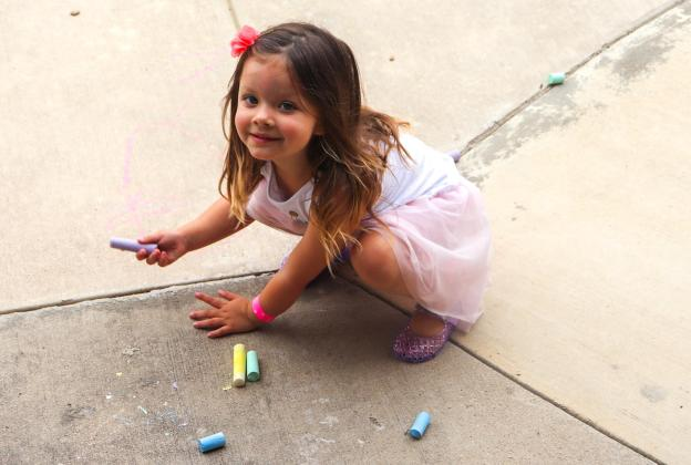 The sun is shining, the birds, are chirping and our toddlers are eager to go play outside! But what is a toddler to do to get out their energy? Well, we have 10 fun activities every toddler loves to do outside during the summer!