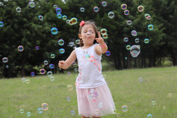 Looking for ways to entertain your little kids this summer? Well, we have you covered with over 50 budget-friendly activities your little kids will have a blast doing this summer!