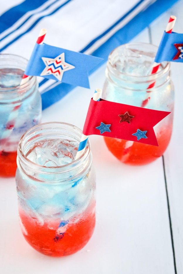 Looking for a kid-friendly fourth of July drink? Meet the 4th of July Layered Sparkling drink!! Plus check out the 4th of July Craft Straws to make as well!