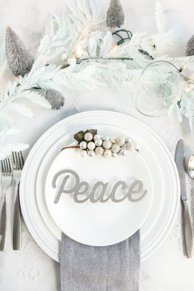 These DIY Christmas place cards will jazz up your holiday table this year, that will really wow your guests that don't take a lot of time or money!