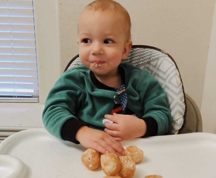 If you are thinking about starting baby led weaning with your baby it can seem a little overwhelming, but with these baby led weaning tips you will be set up for a successful baby led feeding adventure!