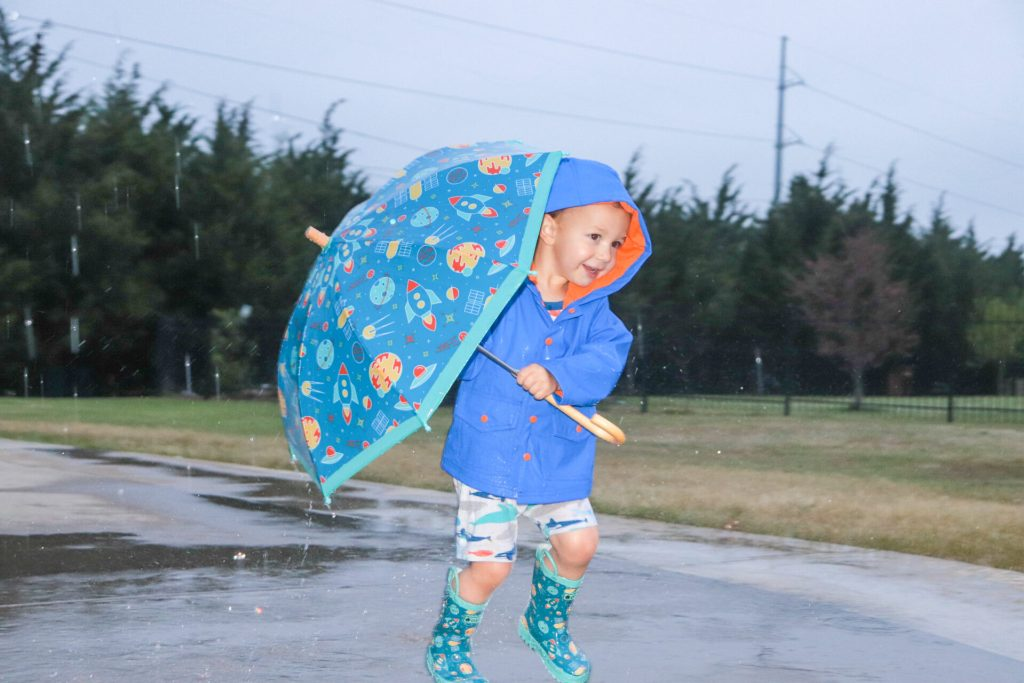 Rainy day boredom have you down? Here are the best rainy day boredom ideas for kids as well as some of our best rainy weekend ideas to help fight boredom!
