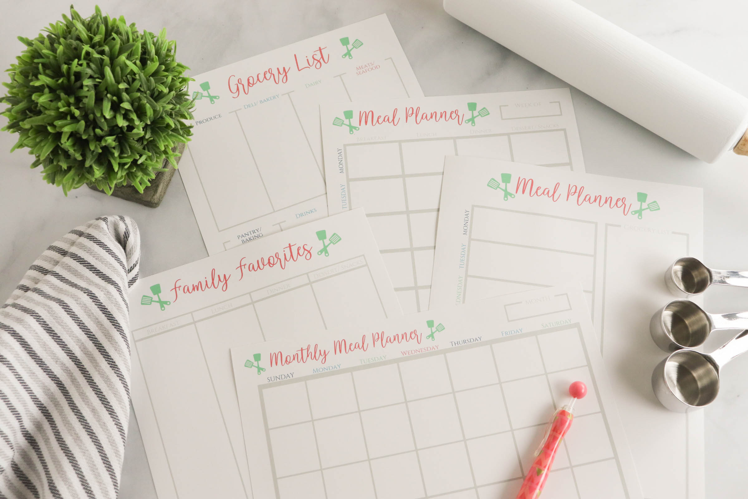 With the question of what's for dinner always looming, it's time to get organized with this free weekly meal planner & printable. This is the best family meal planner that will change your life!