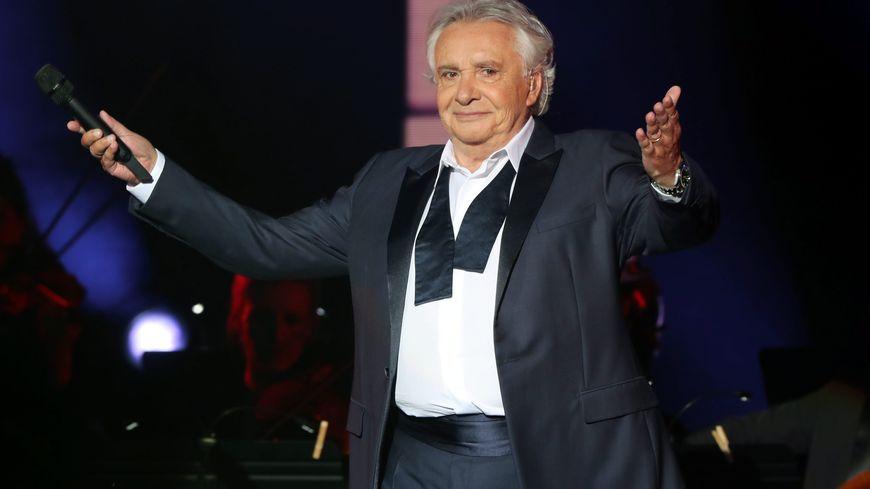 Sardou compile ses plus belles prestations live dans un coffret ! :
