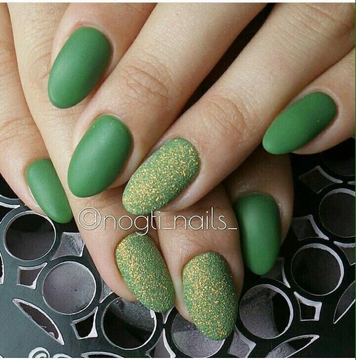 Fashionable manicure with sparkles and glitter: photos, the best ideas 31