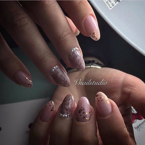Fashionable manicure with sparkles and glitter: photos, the best ideas 32