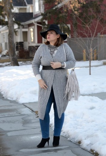 winter cardigan with small reliefs for a full woman