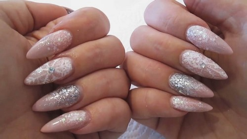 Fashionable manicure with sparkles and glitter: photos, the best ideas 27