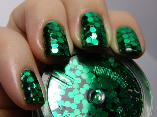 Fashionable manicure with sparkles and glitter: photos, the best ideas 21