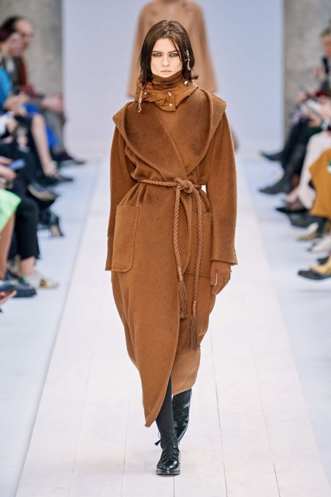 Fashionable robe coat fall-winter 2020-2021 from the Max Mara collection