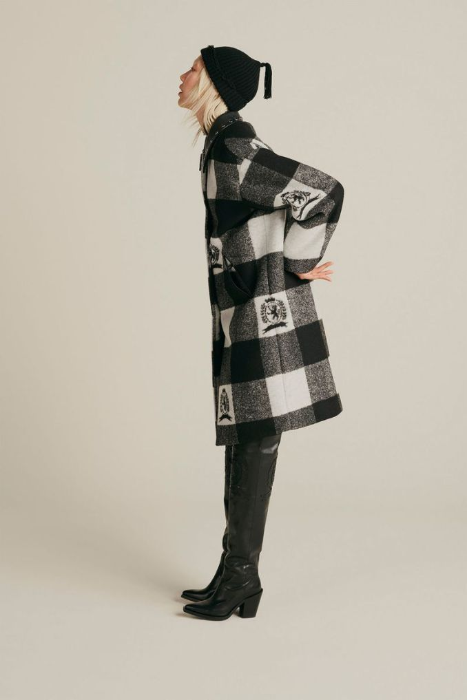Fashionable plaid coat fall-winter 2020-2021 from the Tommy Hilfiger collection
