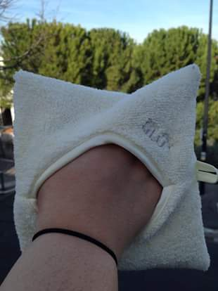 l'hydro démaquillage la beauté minimaliste et naturelle - gant glov