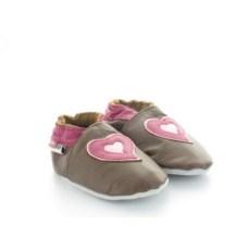 chaussons-bebe-en-cuir-souple-coeur-marron