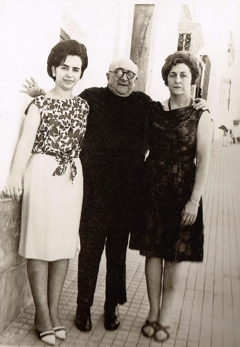 El doctor Montero, con sus hijas Carmen y María Teresa, en 1966, cinco años después de la tragedia taurina y uno antes de su fallecimiento.