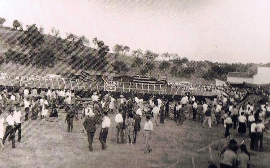 Todoel mundo deambulando de un sitio a otro y ya localizando y conversando con los suyos. 17 de agosto 1961.