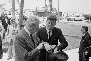 1961-President-John-F-Kennedy-and-Macmillan-synchronise-their-watches