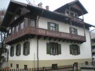This building in Garmisch looks so Bavarian!