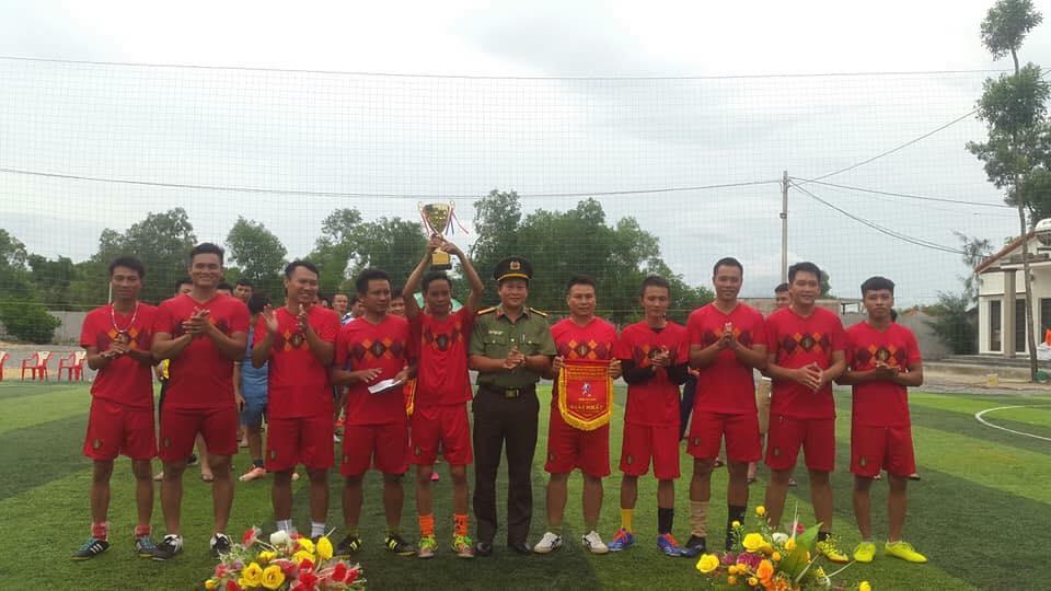 Công an Quảng Trạch tổ chức thành công giải Bóng đá mini 2018