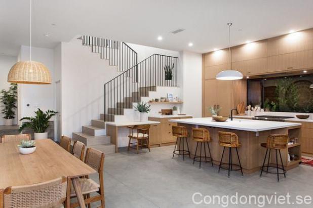 Tiếp nối với khu vực sinh hoạt chung của gia đình là góc bếp và nơi ăn uống hàng ngày.