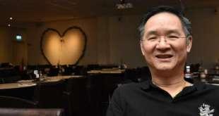 Ông Phan Sang trong nhà hàng của mình ở Smaland, Thụy Điển. Ảnh: Smålands Tidningen