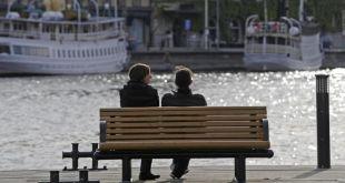 Ở các quốc gia như Thụy Điển, phụ nữ thu nhập cao có xu hướng từ chối các mối quan hệ bình đẳng, thích tìm kiếm những người chồng có thu nhập cao hơn