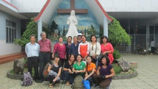 Giáo xứ Tân Phú: Nhóm Tự nguyện thăm mái ấm Tín Thác 6