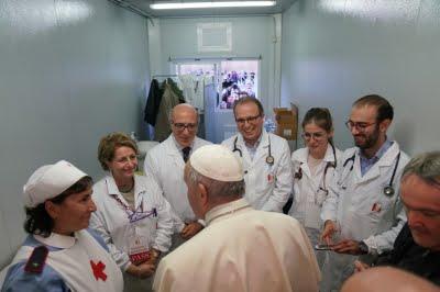 Đức Thánh Cha bất ngờ thăm bệnh viện dã chiến