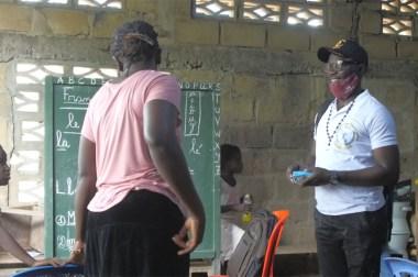 Triste réalité en République démocratique du Congo plus précisément dans la province de l'équateur dans le village de BOKAKIYA l'éducation de nos enfants est en train de disparaître l'école WILLY BAKONGA.