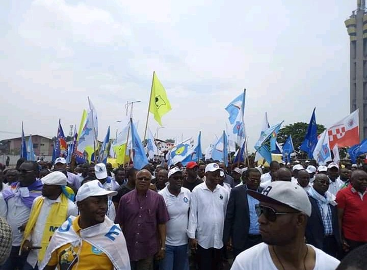 """RDC: des milliers de Kinois dans la rue pour dire """"NON"""" à la machine à voter"""