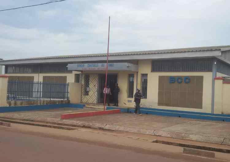 Kasaï-Angola : désormais, toute opération commerciale passe par le système bancaire