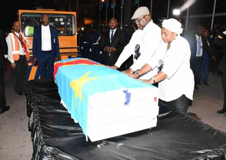 Etienne Tshisekedi : le gotha politique et le peuple à l'aéroport de Ndjili à Kinshasa