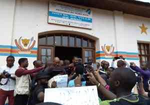 """""""Ebola-business"""" : les journalistes réclament des sanctions contre les agents sanitaires véreux"""