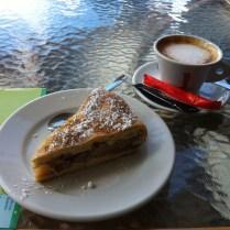 Cássico de turista: café com um mapa da cidade.