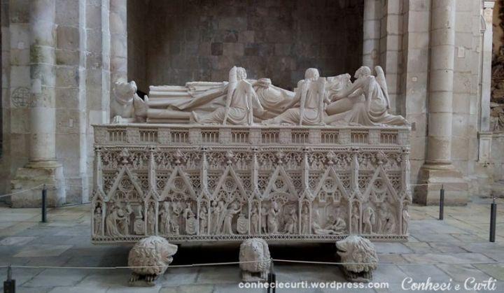 Túmulo de D. Pedro I no no Mosteiro de Alcobaça, Portugal.