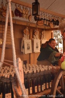 Vendedor Medieval na feira de Natal em Bremen