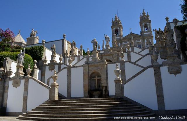 Escadaria das Virtudes no Santuário do Bom Jesus do Monte e as três fontes: Fé, Esperança e Caridade.
