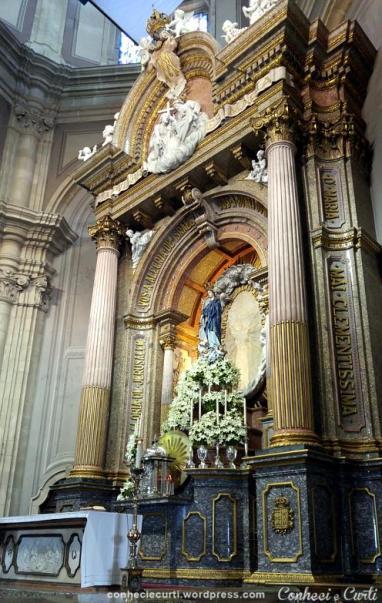 Altar principal da Basílica com a imagem de Nossa Senhora do Sameiro. Braga.