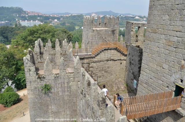O interior das muralhas do Castelo de Guimarães