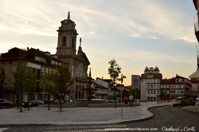 Final de tarde no Largo Toural em Guimarães.