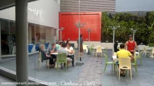 Espaço externo para o café da manhã. Hotel Regency Way, Montevidéu - Uruguai.