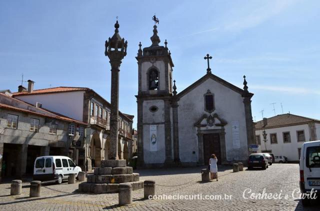 A Igreja de São Pedro e o Pelourinho.