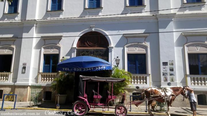 Nossa charrete na frente do Palace Hotel em Caxambu, Minas Gerais.