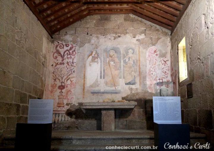 A pintura da capela-mor da Igreja de Santiago em Belmonte, Portugal.