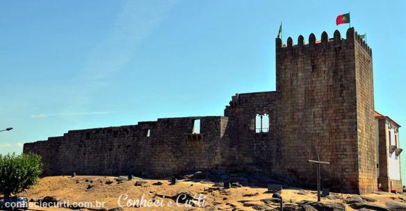Muralha oeste do Castelo de Belmonte em Portugal.