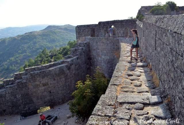 A muralha do Castelo de Sortelha.