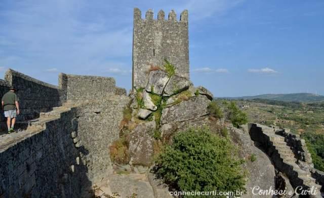 Castelo de Sortelha, a muralha e a Torre de Menage. Foto: Maria Eugênia.