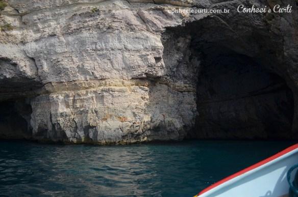 Blue Grotto sem sol, a água não fica tão azul