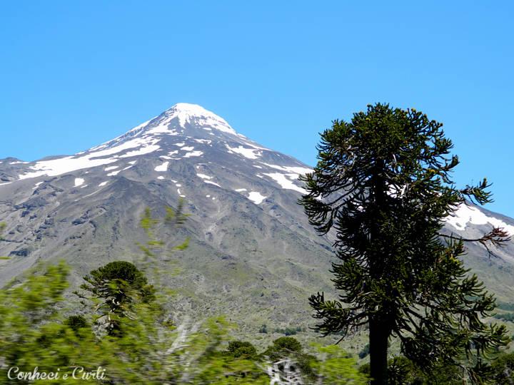 Vulcão Lanín, divisão do Chile com a Argentina.