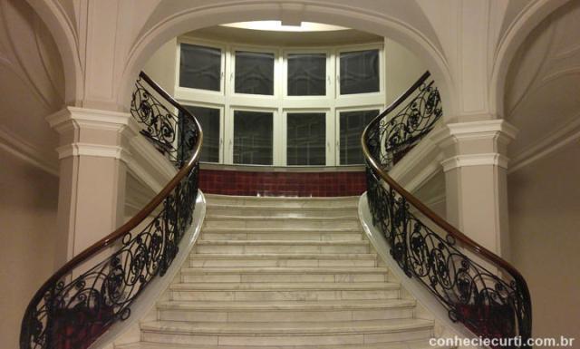 A escadaria do hall da Bolsa do Algodão em Bremen, Alemanha
