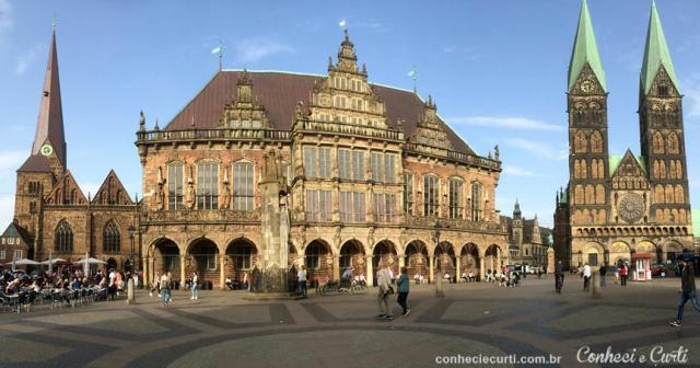 Da esquerda para a direita:A Igreja de N. Sra, a Prefeitura e a Catedral de Bremen.